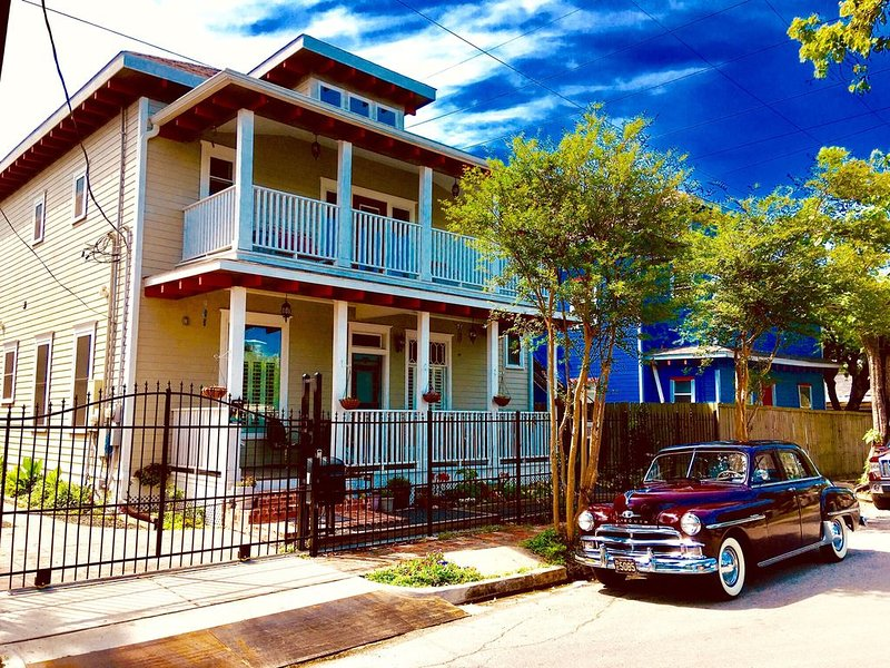 Delightful, Relaxing, Restored Historic Apartment in Montrose section of Houston, holiday rental in Houston