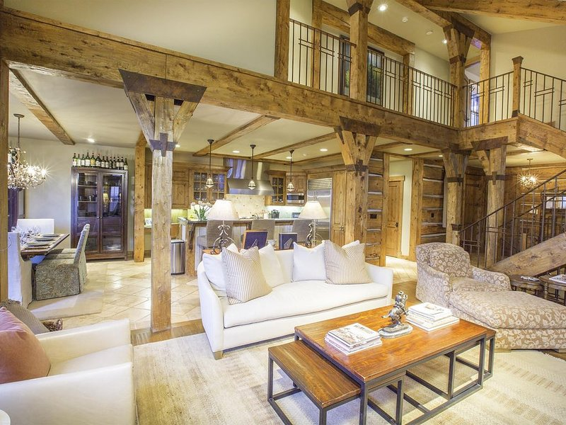 Luxury property with great access to gondola, trails, skiing and more!, location de vacances à Mountain Village