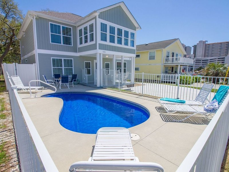Sea Grass- Quaint Beach Home w/ private pool, Walk To Everything Location, location de vacances à North Myrtle Beach