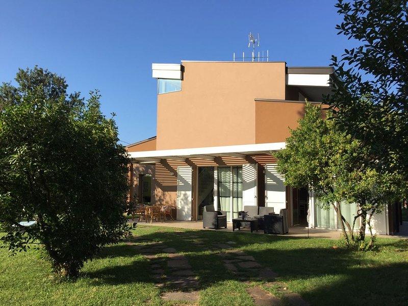 VILLA BROWN - VERDE & MARE, 8 POSTI LETTO - Posto spiaggia riservato, vacation rental in Savignano sul Rubicone