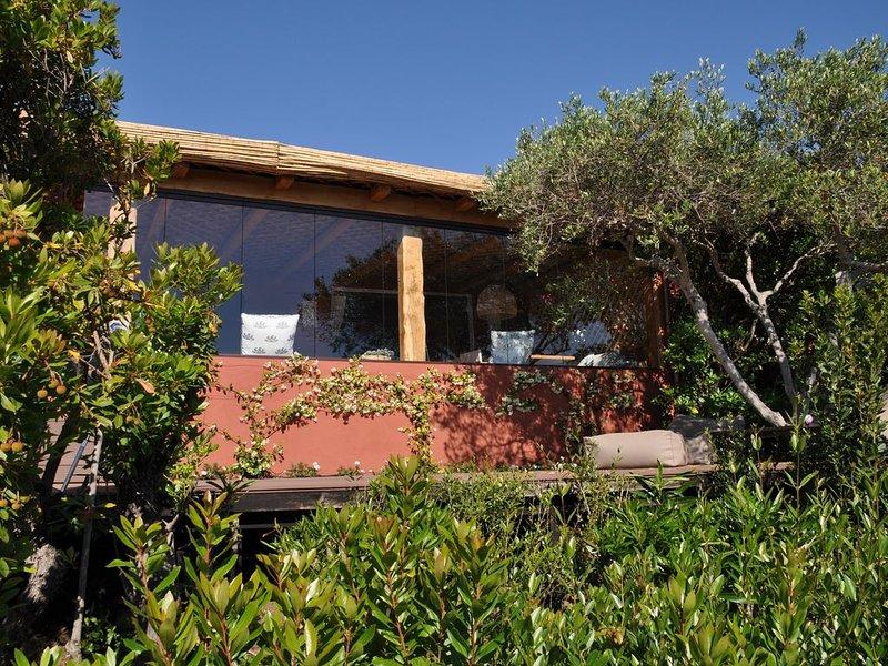 Incantevole casa con magnifica vista sul mare e sul campo da golf, piscina con., alquiler vacacional en Arzachena