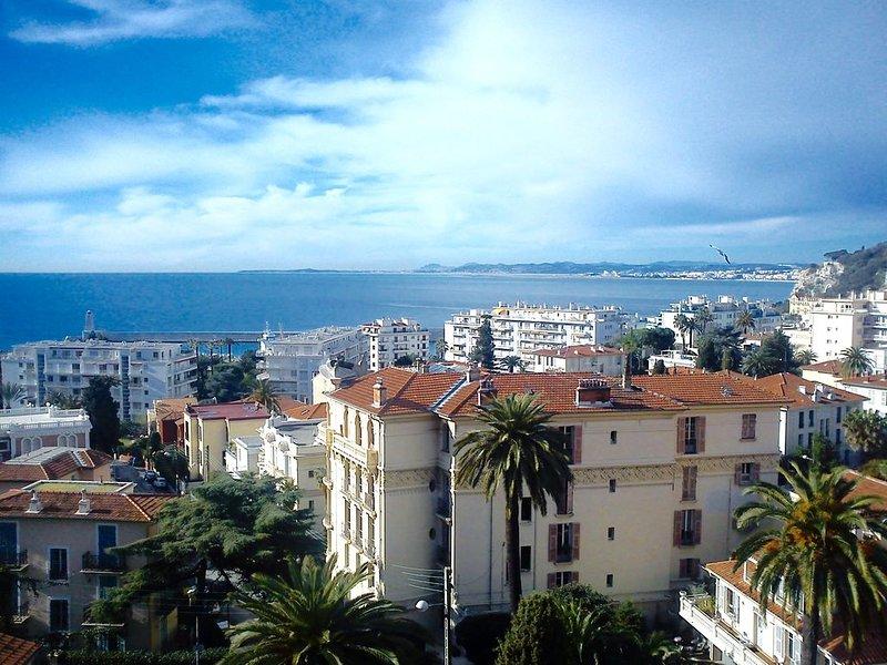 Stunning Mediterranean View in Charming, Private Neighborhood, holiday rental in Nice