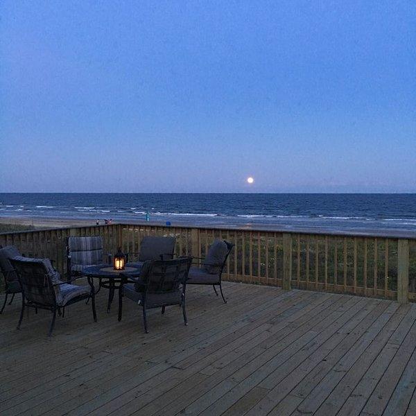 New Beachfront - Pirate's Treasure - 5 bedroom, large deck with Outdoor Kitchen, alquiler vacacional en Surfside Beach