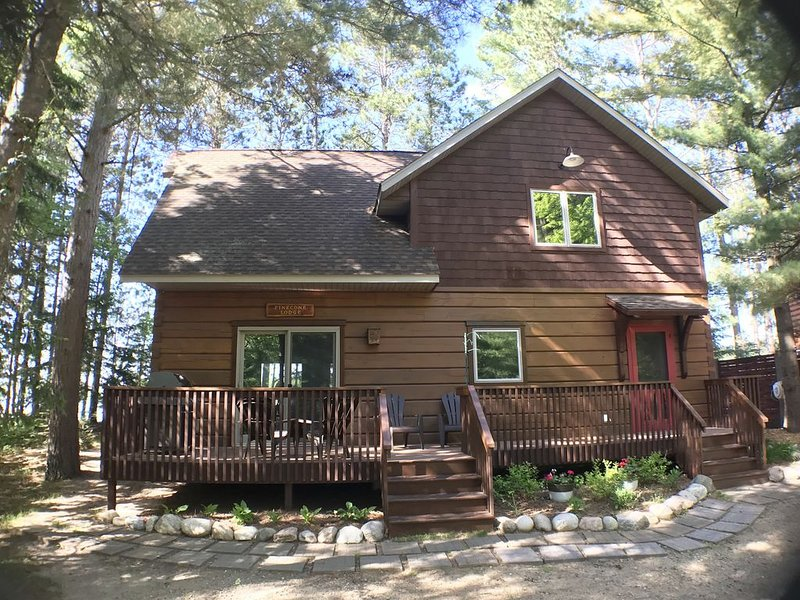 Enjoy the Season in a cozy Log Cabin in Crosslake on Big Trout Lake!, casa vacanza a Outing