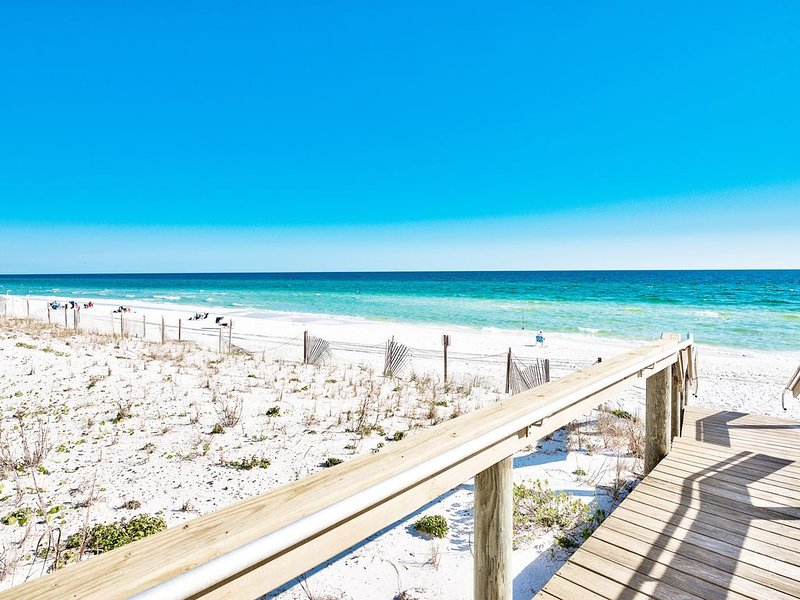 Beachside Fabulous 2 bedroom,  2 level townhome, aluguéis de temporada em Miramar Beach