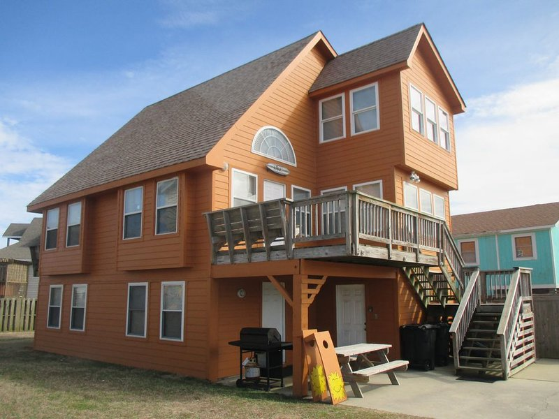 The Sunsetter Beach House! Pool & Home Theater! Nice People Only!, vacation rental in Kill Devil Hills