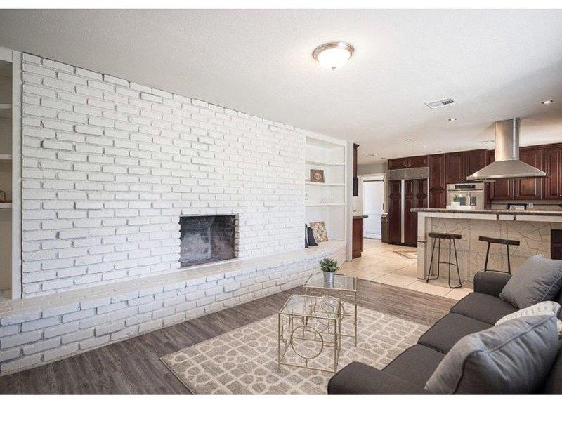 New rehab & Furnishings-White.Clean.5 star property, location de vacances à Henderson