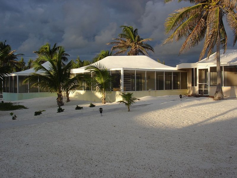 Sealodge 25. Cayman Kai, waterfront, secluded, private beach, super snorkeling, holiday rental in Rum Point