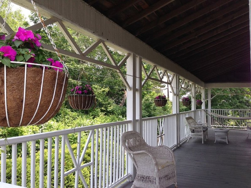 Spacious Victorian Cottage by the Ocean, holiday rental in Cape Neddick