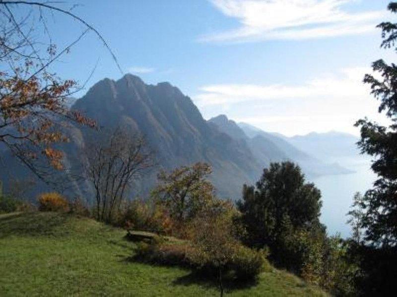 Solto Collina: Casa immersa nel verde, location de vacances à Solto Collina