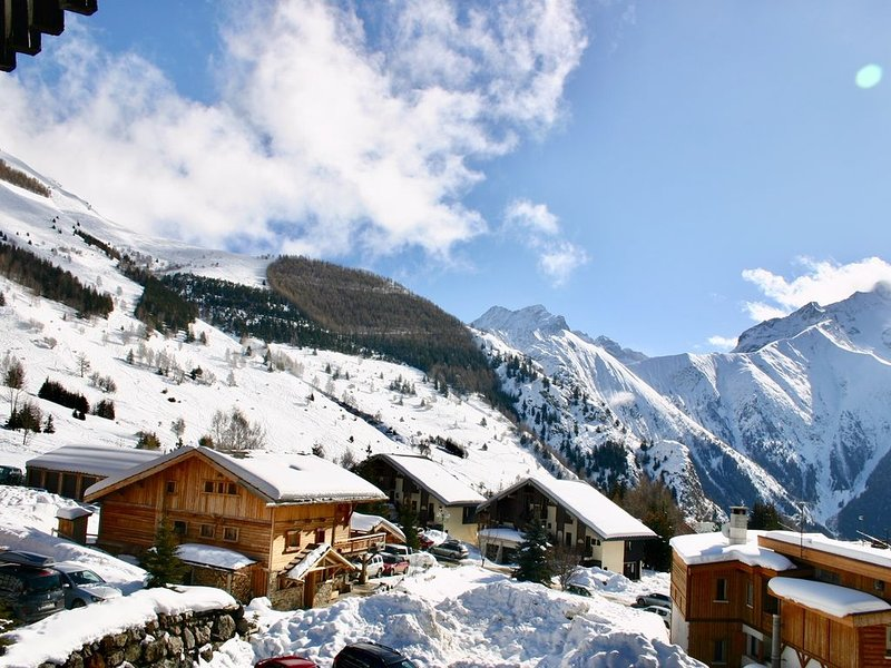 Modern Apartment Les 2 Alpes, Panoramic Views Ski-in/out-lift 1min. Free Wi-fi, holiday rental in Les Deux-Alpes