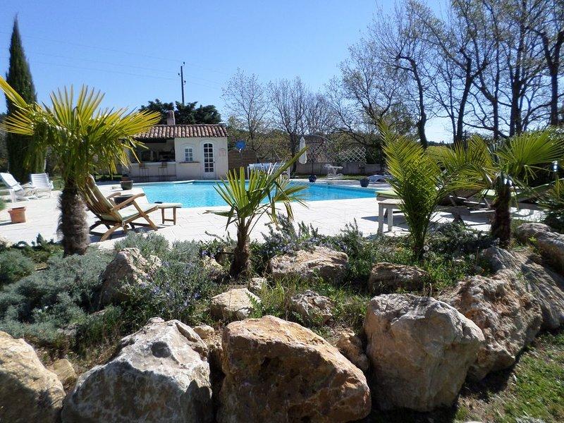 Entre mer et lacs, Masset de charme pour 2 personnes, piscine 14.5m x 6.5m, casa vacanza a Flayosc