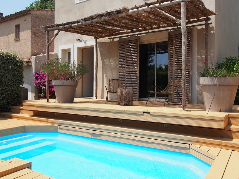Au pied du village de grimaud, villa avec jardin et piscine, holiday rental in Grimaud