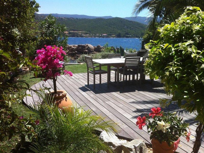 Pied dans l'eau, une jolie maison bleue .., location de vacances à Pietrosella