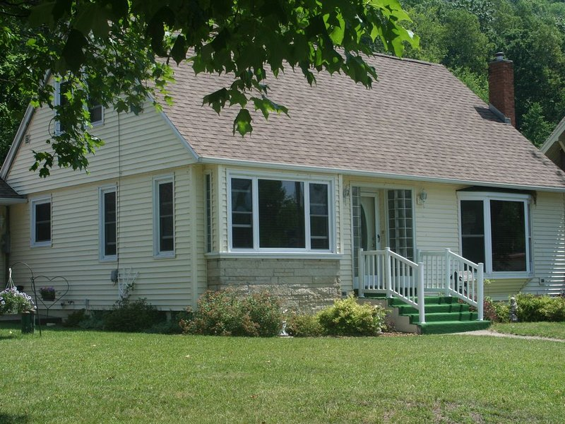 Nice Cape Cod home near the Mississippi River (Scenic River Inn), vacation rental in Lansing