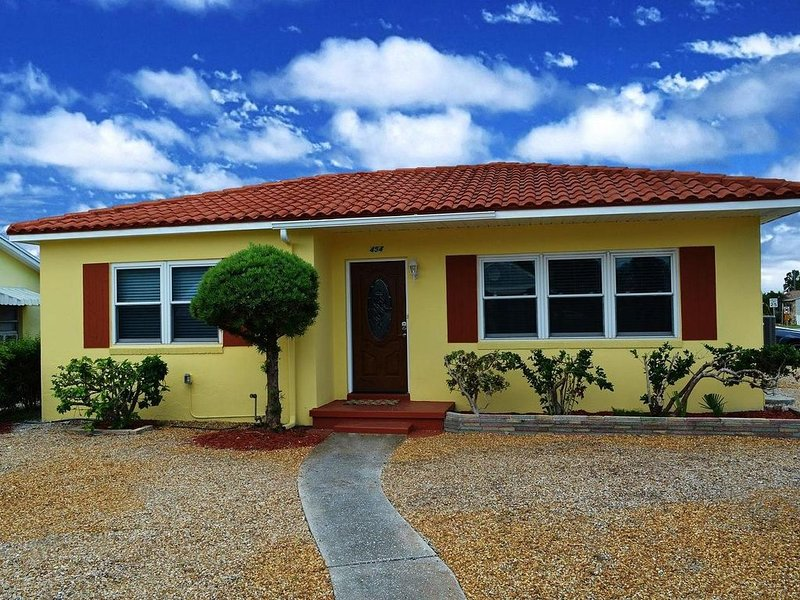 Gorgeous House In The Heart Of St. Pete Beach -The Sun Capital Of Florida, holiday rental in St. Pete Beach