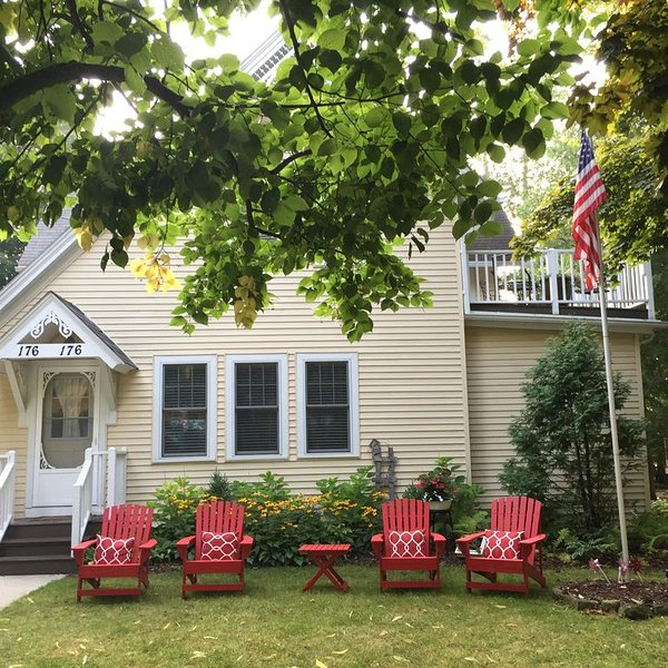 Heart of Elkhart Lake Condo, location de vacances à Elkhart Lake