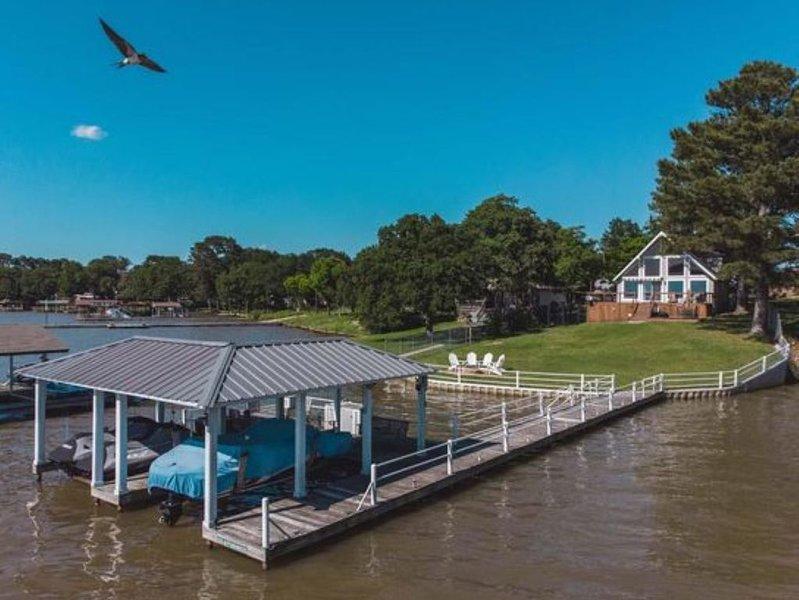 A-Frame Lake House with Spectacular View!, location de vacances à Kemp