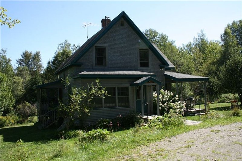 Beautiful Vermont Mountaintop on 10 Acres- House and Cabin, aluguéis de temporada em East Hardwick