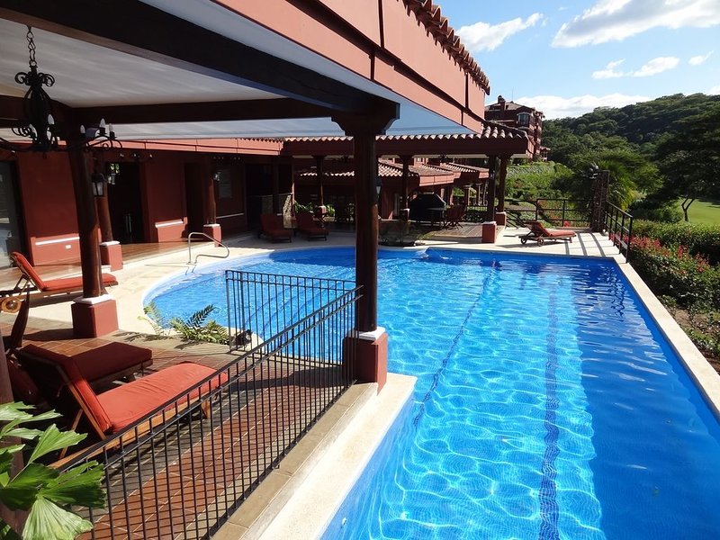 Beautiful Luxury Golf Resort Condo With Great Security ~ Beautiful Views!, holiday rental in Huacas