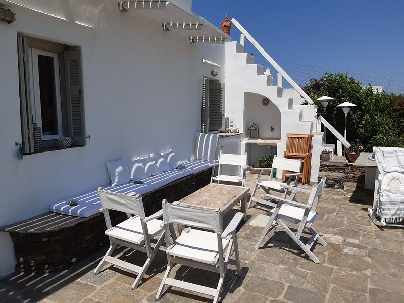 Cosy family friendly traditional village house with sea view (ΑΜΑ ***********), aluguéis de temporada em Megalo Livadi