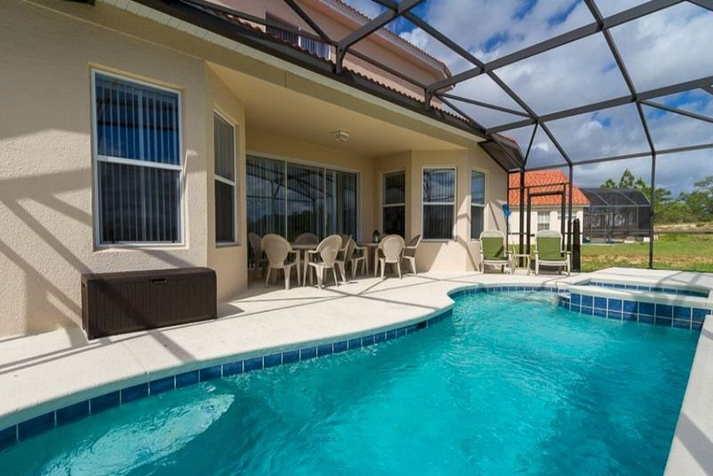 Gorgeous Pool Villa in Prestigious Gated  Resort Community, holiday rental in Davenport