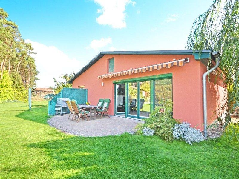 Liebevoll ausgestattetes Ferienhaus mit Garten, Grillmöglichkeiten und WLAN., holiday rental in Katschow