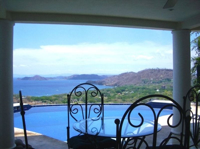 Charming Spacious Home with Spectacular Ocean View, holiday rental in Liberia