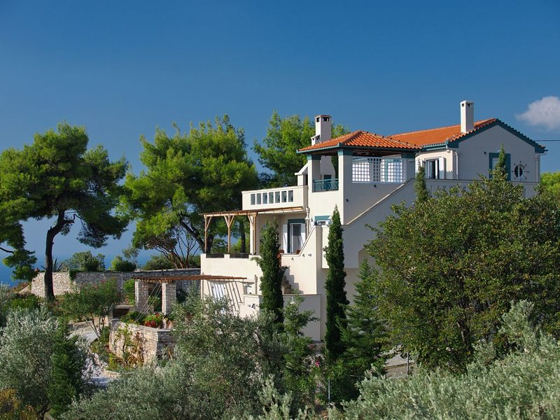 3 apartments or the whole Villa, vacation rental in Alonnisos