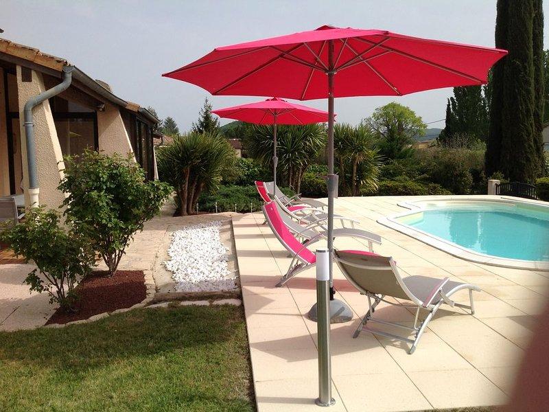 Grande villa rénovée avec grande piscine, location de vacances à Vallon-Pont-d'Arc