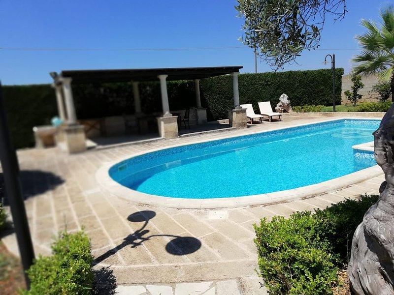 Tipico trullo salentino con piscina privata ad USO ESCLUSIVO, vacation rental in Montesardo