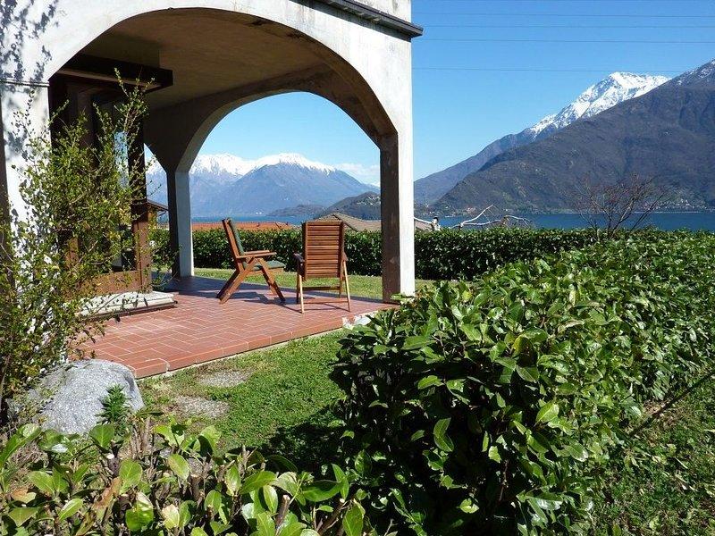 Appartamento con giardino, 400 m dal lago, splendida vista, holiday rental in Musso