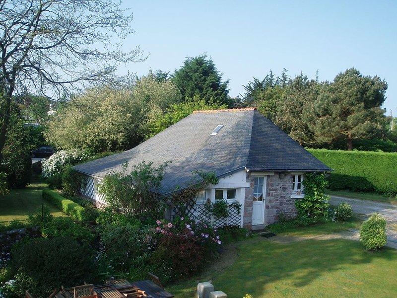 Maison avec jardin près d'une plage sauvage, vacation rental in Erquy