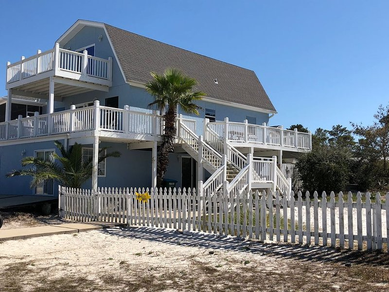 Pet Friendly, 4 Bd, 3BA, 7mins Walk from Beach. Fenced Yard., alquiler de vacaciones en Port Saint Joe