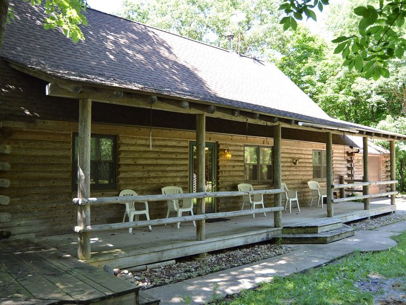 Log cabin on 25 acres, holiday rental in Sheridan