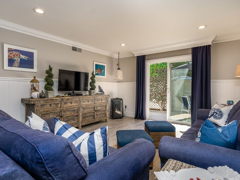 Darling Cottage Condo-1.5 Miles to Beach-18 Miles To Disneyland, holiday rental in Westminster