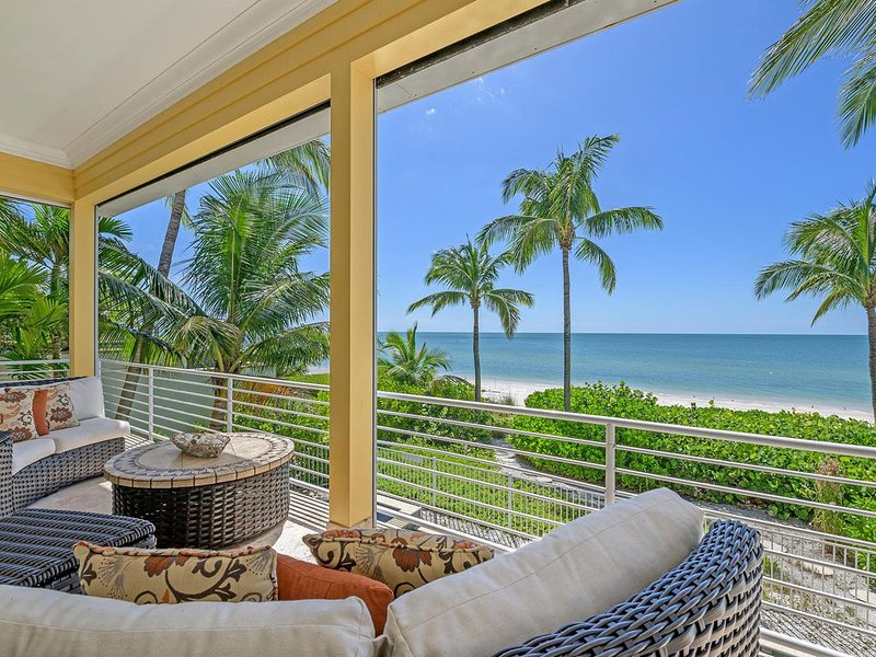 Private Home with Heated Pool, Beachfront *Early Fall Discounts 7+ nights, casa vacanza a Bonita Springs
