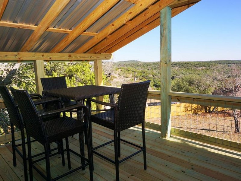 A Treehouse Retreat- Luna Vista, holiday rental in Wimberley
