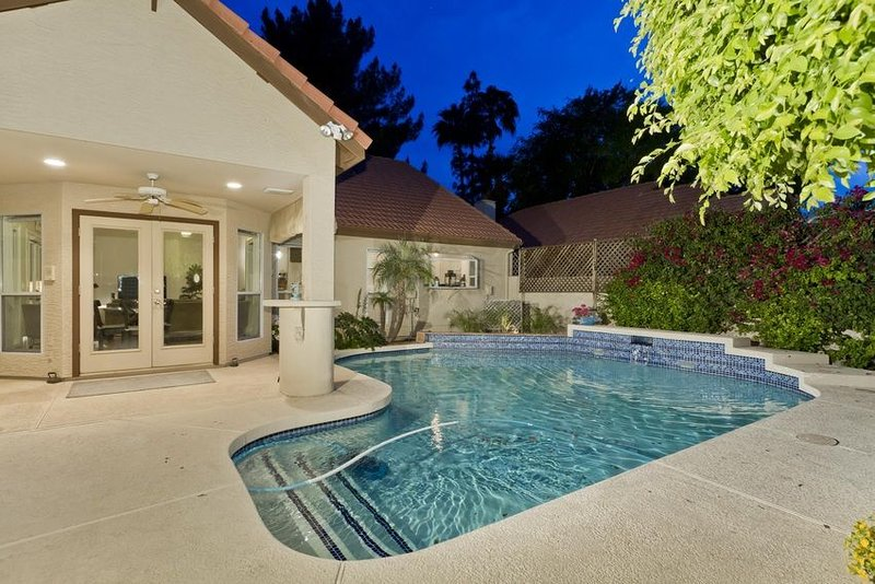 *SANITIZED* FLASH SALE Azur Dream Stunning 3 BR Home/ PVT Pool/Tempe, holiday rental in Tempe