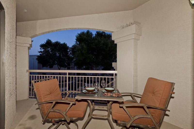Sunny Sky Condo Beautiful Peoria 2 bedroom / 2 bath condo, holiday rental in Peoria