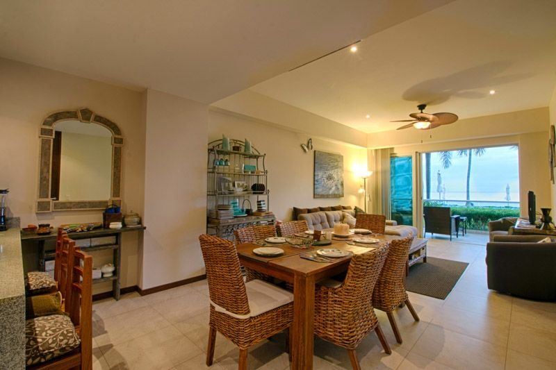 Stay at this two bedroom nice condo right at the heart of Bucerías, on the Beach, location de vacances à Bucerias