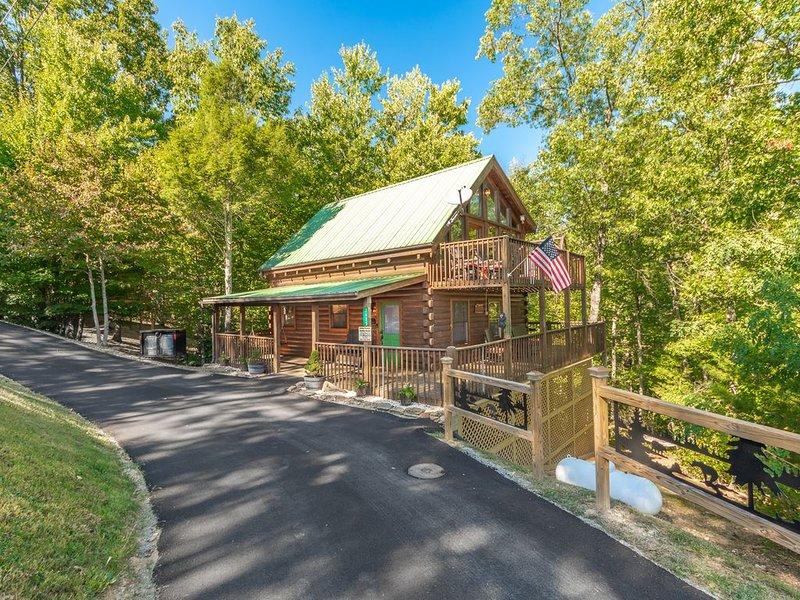 Hook, Line & Sinker 3Br/2Ba Log Cabin Hot Tub Wi-Fi Pigeon Forge Wears Valley TN, holiday rental in Wears Valley
