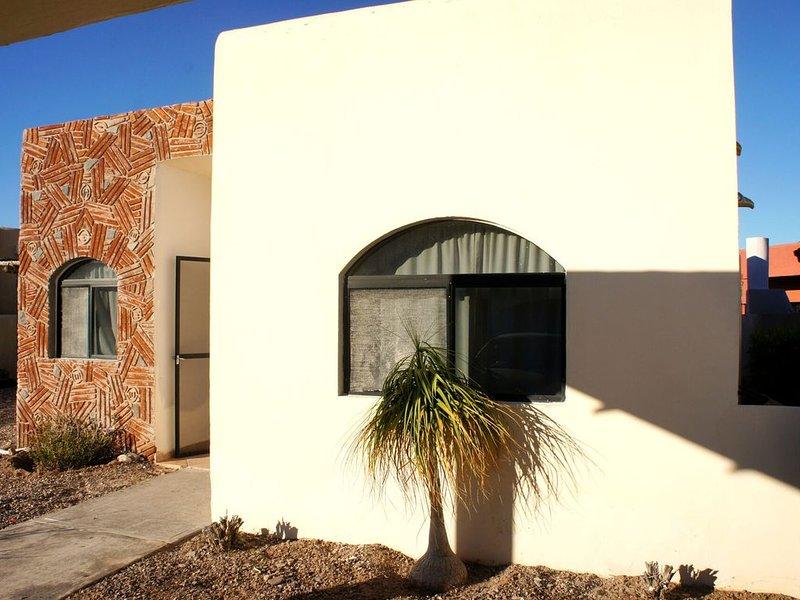 Costa del Mar (Gated Community) Home #57, 2 Blocks from Playa Algodones, casa vacanza a San Carlos