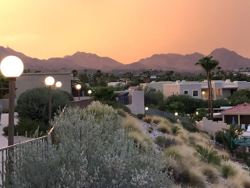 Tranquil 2bd/2bth, with stunning mountain views and resort amenities., alquiler de vacaciones en Fountain Hills