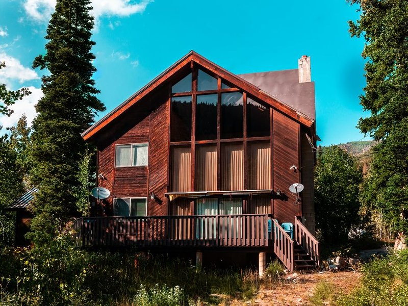Storm Mountain Escape - Family cabin close to Silver Fork Lodge, alquiler de vacaciones en Brighton