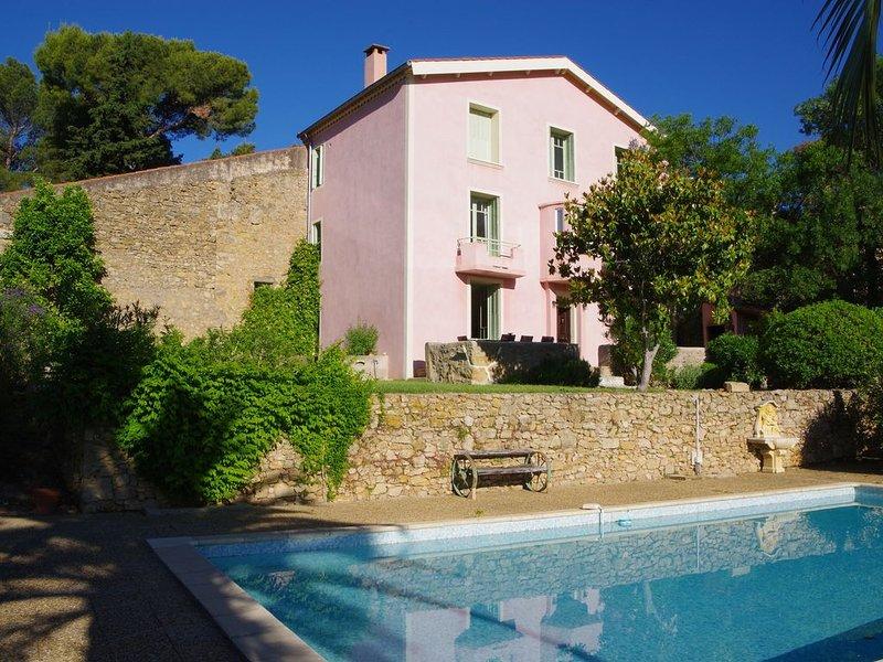 Domaine Du Ministre, maison de charme avec piscine au calme entre mer & montagne, casa vacanza a Thezan-Les-Beziers