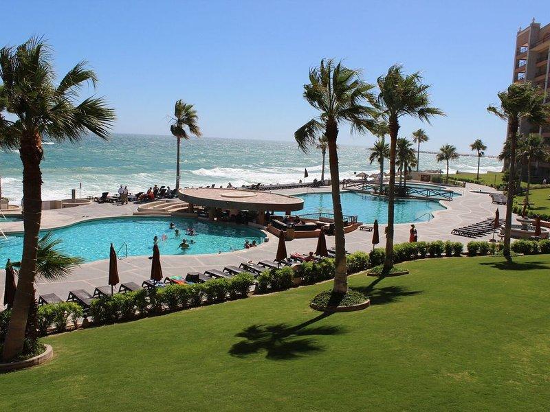 Beautiful Second Floor Oceanfront Condo at Sonoran Sun Resort, holiday rental in La Choya
