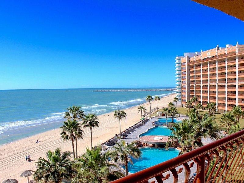 *Premier Host* Sonoran Sun 503 'Walkin' On Sunshine' 2 BR Oceanfront Condo, holiday rental in La Choya