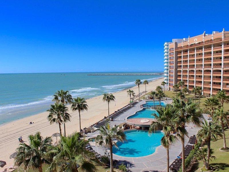 Beautiful ocean front 4th floor condominium at the Sonoran Sun Resort, holiday rental in La Choya