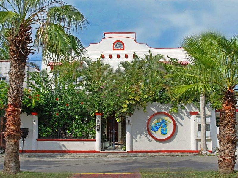 Villa Zaztun - Apt. Isla - in Corpus Christi area - 4 Blks 2 ocean - Fiber Wi-Fi, holiday rental in San Miguel de Cozumel
